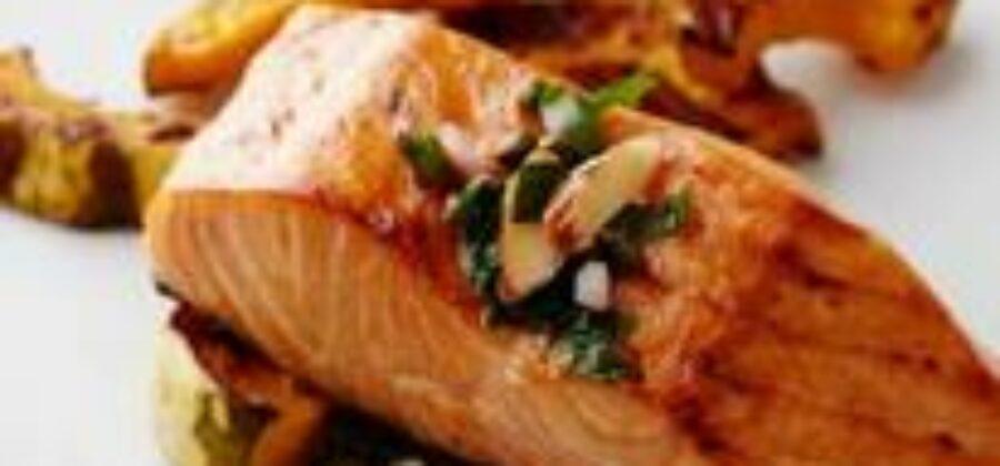 Стейк из лосося под соусом Белое вино