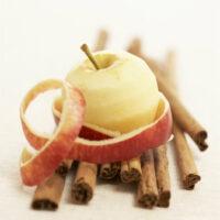Яблоки с корицей в микроволновке