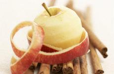 Яблоки с корицей в микроволновке.