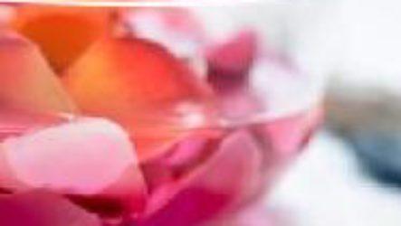 Розовая вода для лица.