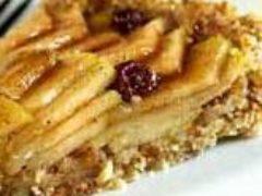 Десерт из яблок, грецких орехов и молотой гвоздики