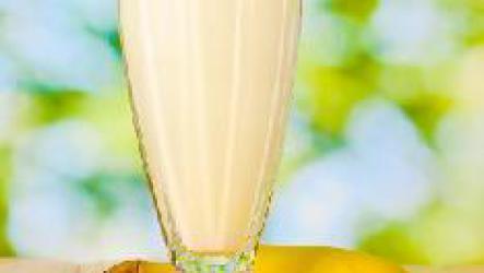 Банановый смузи с кокосовым молоком.