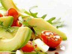 Салаты из авокадо с овощами