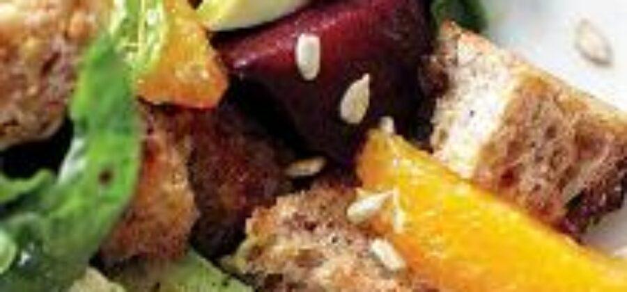 Салат с апельсином и свеклой поднимет настроение в хмурый день