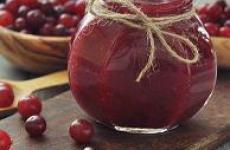 Как сварить желе из клюквы с яблоками.