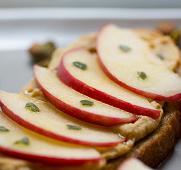 бутерброд с яблоками