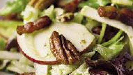 Салат из сельдерея и яблок.