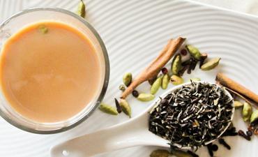 чай с кардамоном и молоком