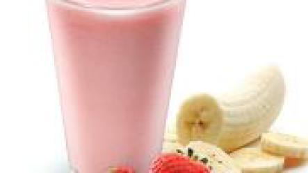 Домашние коктейли с йогуртом и фруктами.