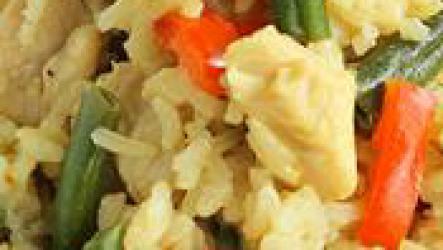 Курица по тайски с рисом и овощами.