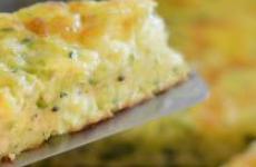 Итальянский омлет с кабачками и сыром.
