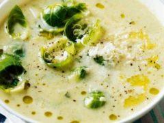 Суп из брюссельской капусты с сыром и грецкими орехами