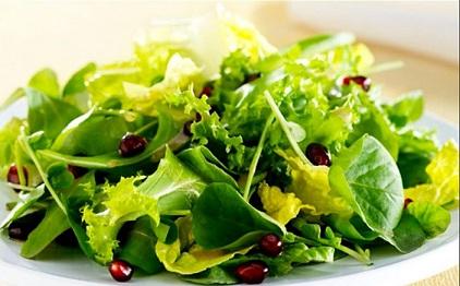 порция зеленого салата